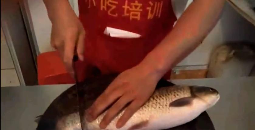 烤鱼的制作方法和配料
